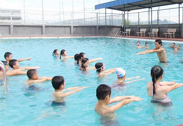 Vận động thể thao giúp trẻ phát triển chiều cao tốt