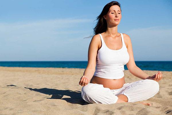 Tập Yoga giúp mẹ bầu lưu thông khí huyết, giảm căng thẳng, mệt mỏi khi mang thai
