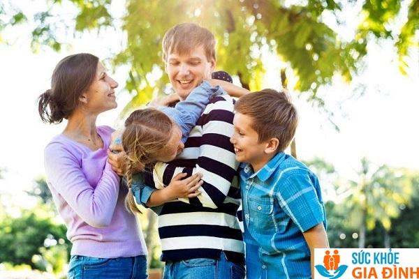 Trẻ 10 tuổi cần sự quan tâm của bố mẹ.