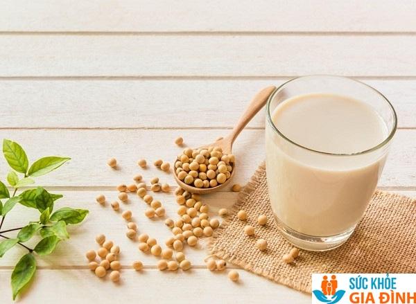 Sữa đậu nành là lựa chọn hàng đầu đối với những người không uống được sữa bò