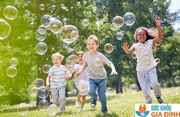 Tạo cho trẻ tâm lý thoải mái để tăng chiều cao