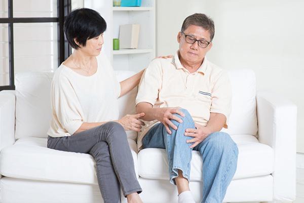 Dù áp dụng nhiều phương pháp nhưng bệnh xương khớp vẫn không thuyên giảm - Ảnh minh hoạ